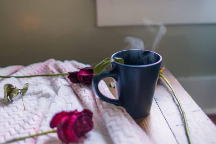 Nepijte před spaním. Poslední kávu byste měli mít v poledne.