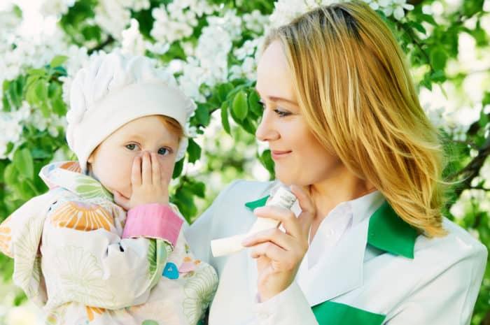 Astmatická holčička s maminkou